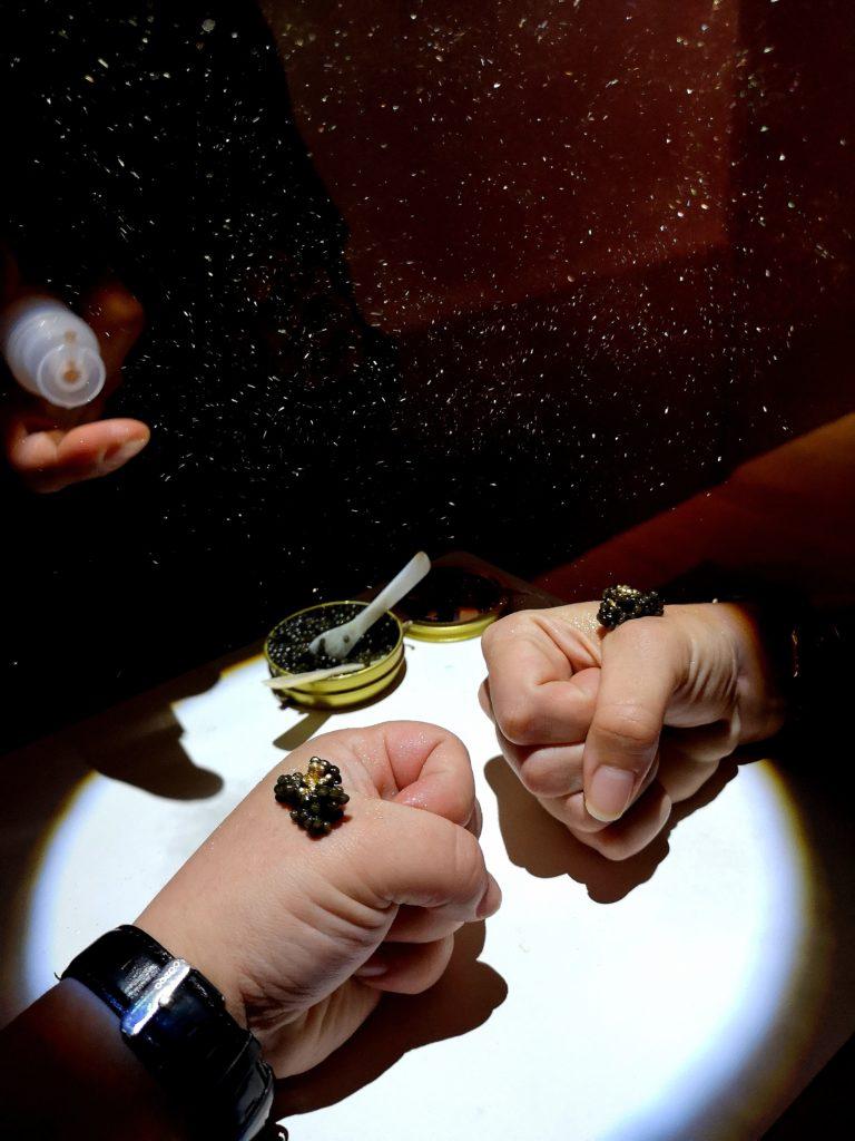kaviaar met eetbare gouden glitters