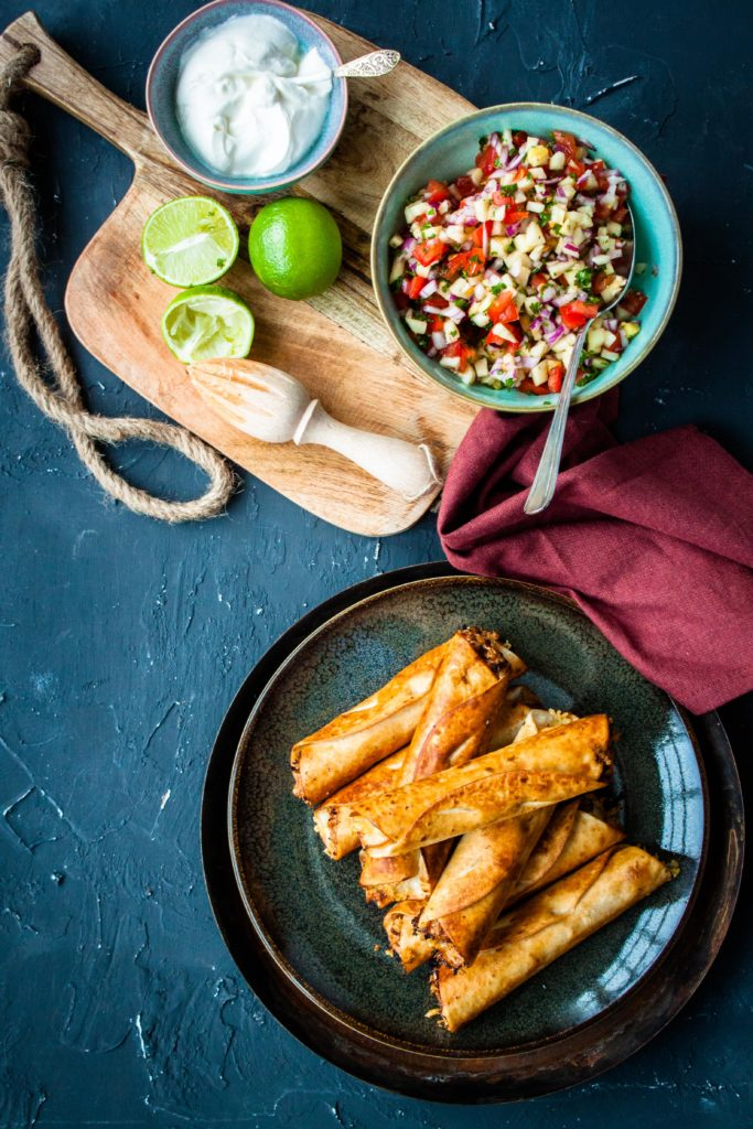 pulled pork taquitos met ananas salsa