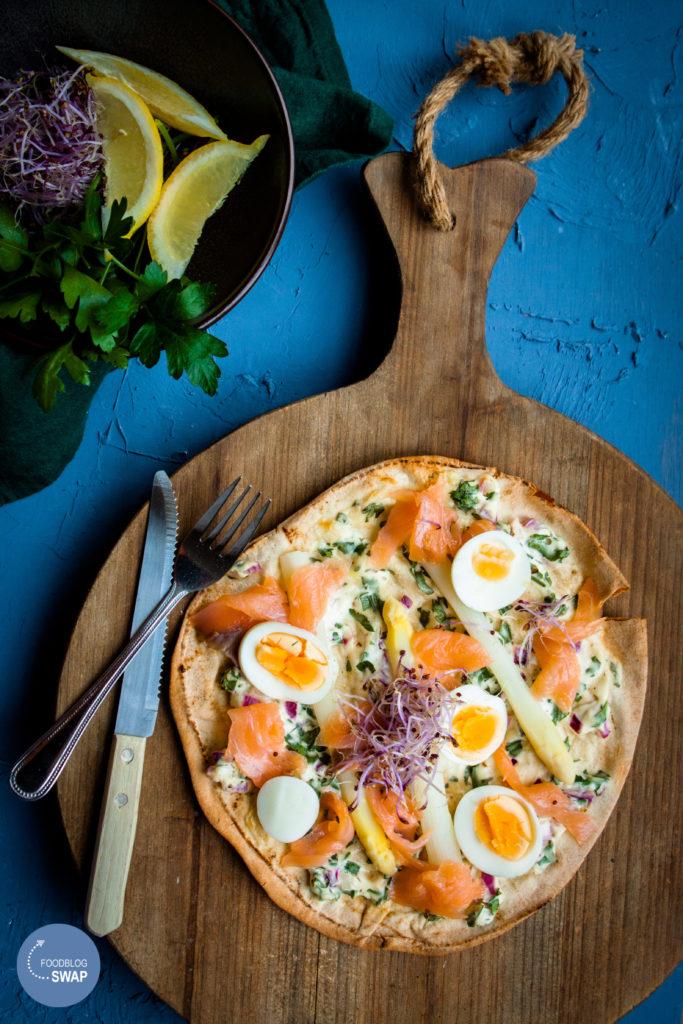 platbrood pizza met zalm en asperges