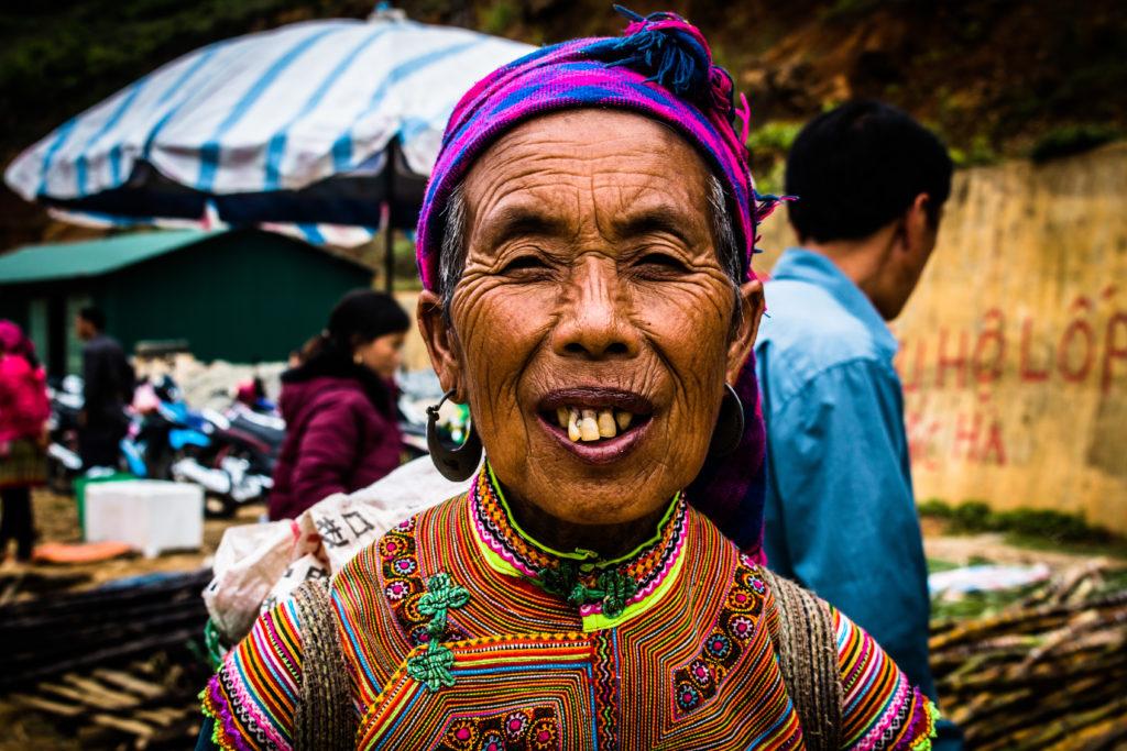 De Flower Hmong op de Can Cau markt