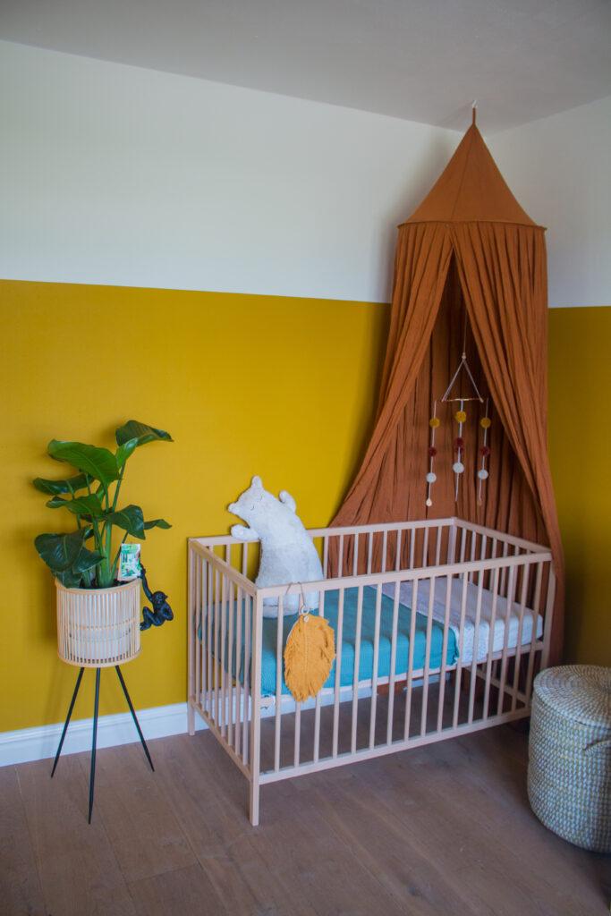 babykamer jungle geel