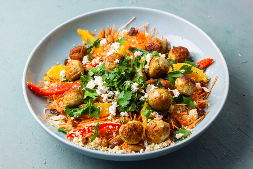couscous salade met kipgehaktballetjes