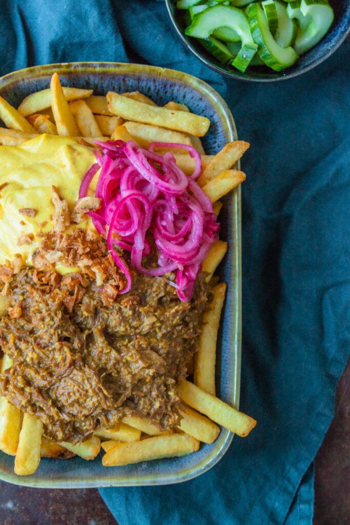 frietje rendang met kurkuma mayonaise