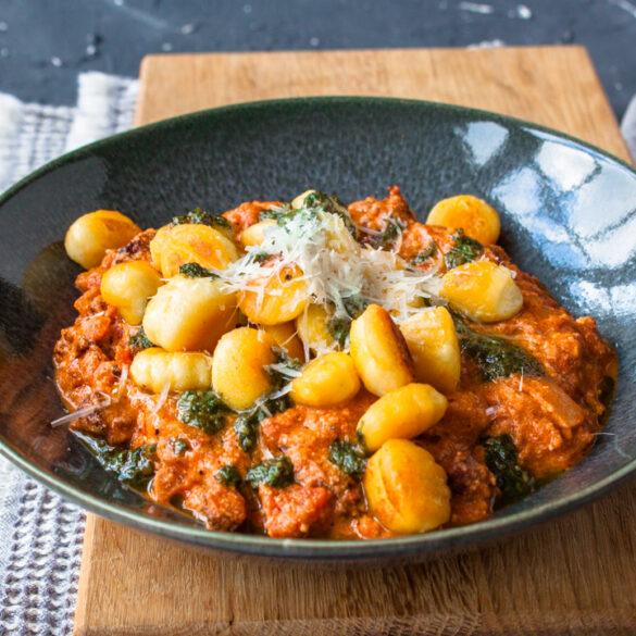 gnocchi met chorizo en tomaat
