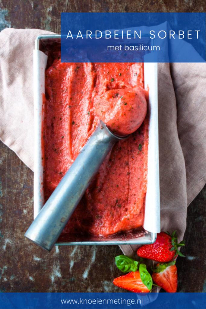 aardbeien sorbet ijs met basilicum