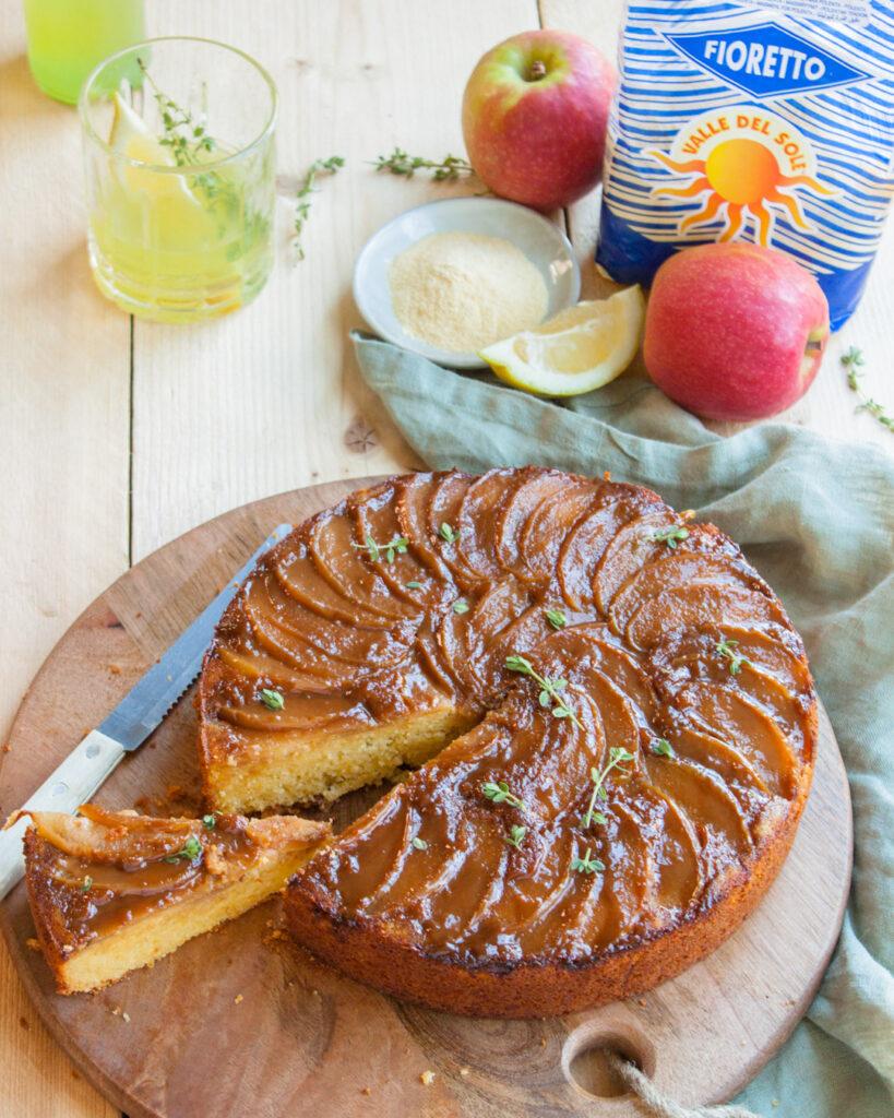 maiscake met appels, stroop en tijm